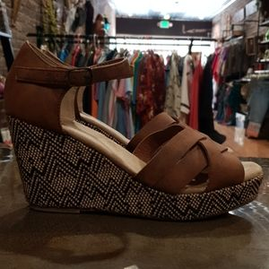 Maurices Tan & Black boho Wedges Size 8